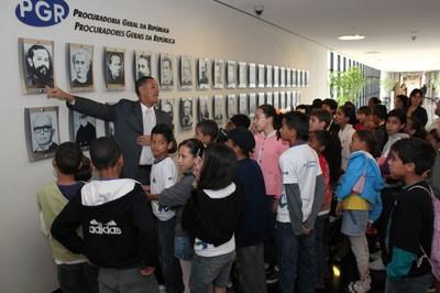 Responsável pelo Escola Cidadã apresenta galeria de Ex-Procuradores-Gerais