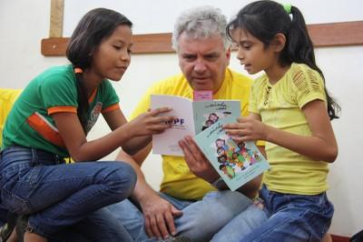 foto do PFDC conversando com estudantes de Borba
