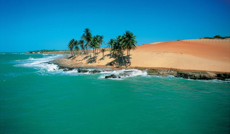 Na praia da Lagoinha, localizada no município de Ibiapaba, o mar se torna ainda mais verde. Foto: Setur/CE