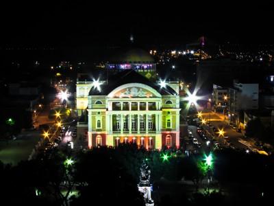 Visão noturna do Teatro Amazonas. Foto: David Nascimento