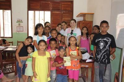 Meninos e meninas que participaram da 2ª edição do Bairro Cidadão