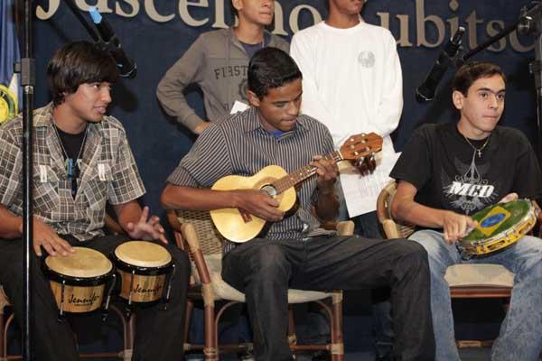 Ficha Limpa e honestidade dia-a-dia, cantaram os alunos de Ceilândia