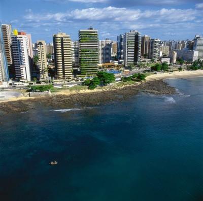 A orla de Fortaleza é um verdadeiro parque urbano. Além de praia, há também muitos espaço para lazer e esporte. Foto: Setur/CE