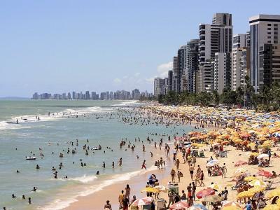 Praia de Boa Viagem, lotada, em pleno domingo. Foto Márcio Cabral de Moura