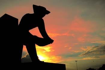 Monumento em homenagem aos garimpeiros. Foto Jorge Macedo, Detur