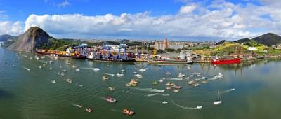 Panorâmica da baía de Vitória em dia de procissão de São Pedro. Foto: Gabriel Lordêllo, arquivo PR/ES