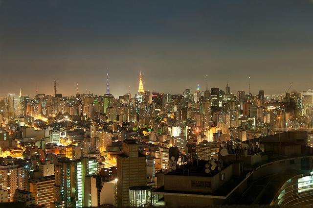 Vista noturna da cidade de São Paulo a partir do Edifício Itália. Foto: Daniel Araújo