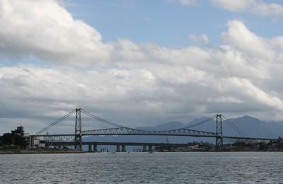 Ponte Hercílio Luz . Foto Andrea Mosqueta